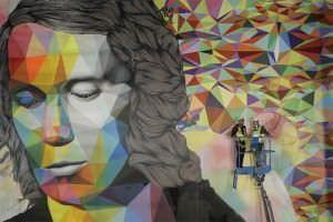 Un mural de 300 metros cuadrados rinde homenaje al guitarrista universal, Paco de Lucía.