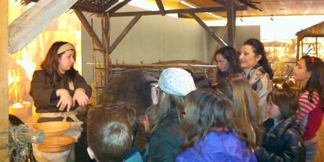 Los niños madrileños descubren a los habitantes de la Edad de Hierro.