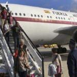 Emotiva llegada de los primeros españoles evacuados de Katmandú
