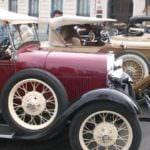 El comercio local se promociona con coches de época