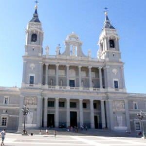 Catedral de La Almudena, la patrona de Madrid.
