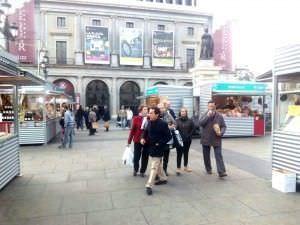 El mercado está situado frente al edificio de la Ópera. Foto: Javier Tormo
