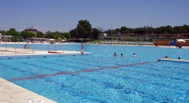 piscina-puerta-hierro