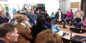 Reunión de los vecinos para debatir la construcción del Mercadona