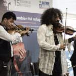 El violinista Ara Malikian toca por los refugiados