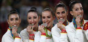 Sandra Aguilar, la primera de izquierda a derecha