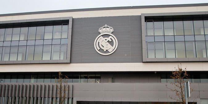El real madrid deber devolver 20 millones de euros al for Telefono oficinas real madrid