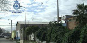 Derribadas varias parcelas 'bunkerizadas' en la Cañada Real