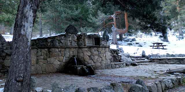 Fuente Campanillas en la ruta al mirador de las Canchas