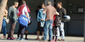 Grupo de padres que reclamaron contra el cobro de entradas en la Ciudad Deportiva del Rayo Vallecano