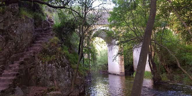Viaducto en la ruta a la Cascada del Hervidero