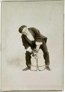 Houdini encadenado. Colección particular