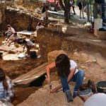 El Valle de los Neandertales ofrece una jornada de puertas abiertas
