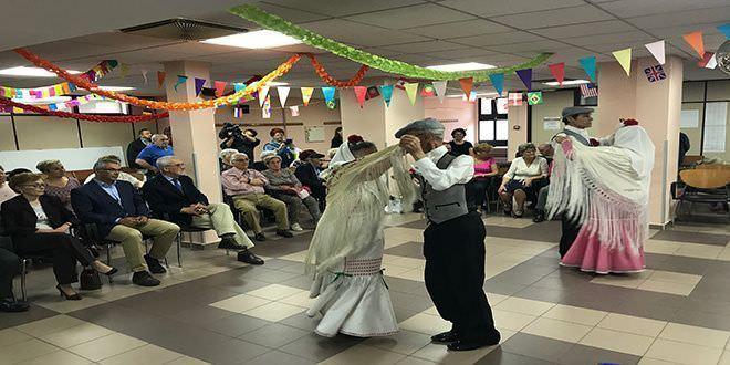 Escuela de chotis en centros de mayores