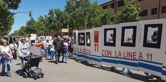 Vecinos de Carabanchel se manifiestan en el barrio por la ampliación de Metro | Foto: Andrea Pita