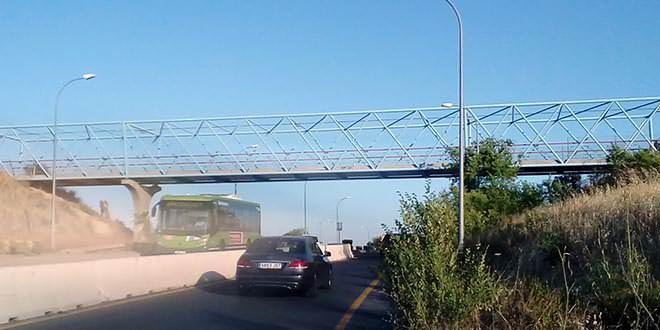 Pasarela ciclista sobre Arcentales, junto al Wanda Metropolitano