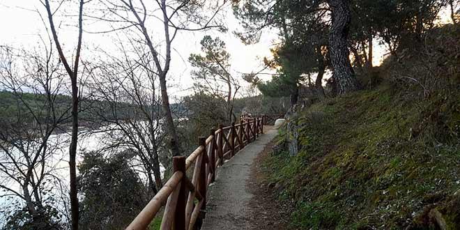 Ruta al embalse de Puentes Viejas en Buitrago del Lozoya