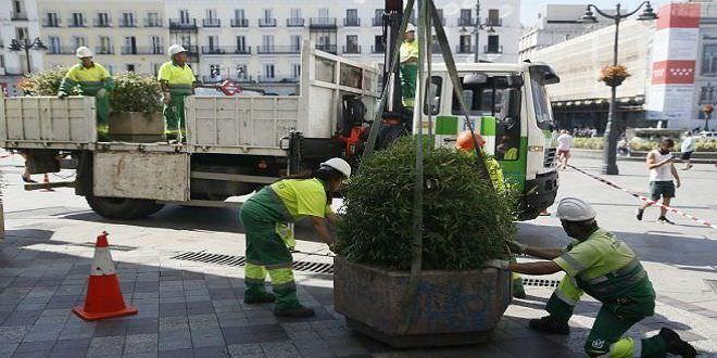 Instalación de macetas y bolardos en zonas peatonales de Madrid