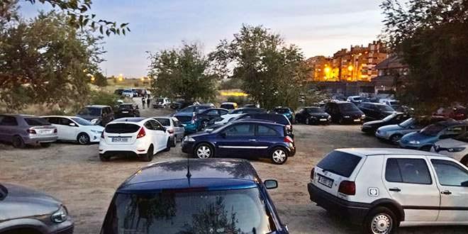 Coches mal aparcados el día de la inauguración del Wanda