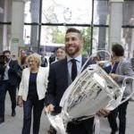 El Real Madrid ofrece su trofeo a los aficionados