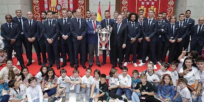 Copa de Europa del Real Madrid en la real casa de correosjpg