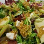 Receta de ensalada con queso y vinagreta de frutos secos