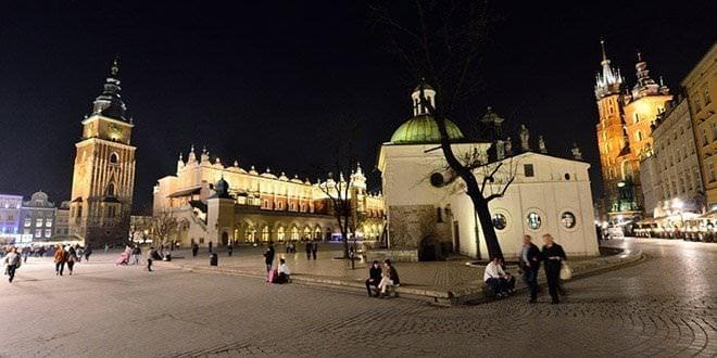 plaza mercado cracovia noche