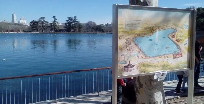 Casa de Campo lago con cartel