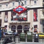 Metro tematiza la estación de La Latina con fotos de El Rastro