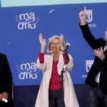 Manuela Carmena recibe la copa de la Champions League