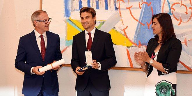 Ferrer recibe el premio