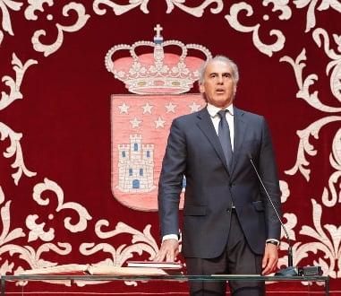 Enrique Ruíz Escudero en la toma de posesión