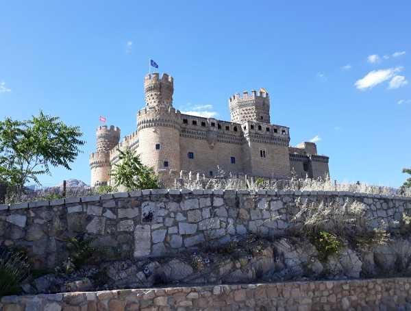 manzanares el real castillo mendoza