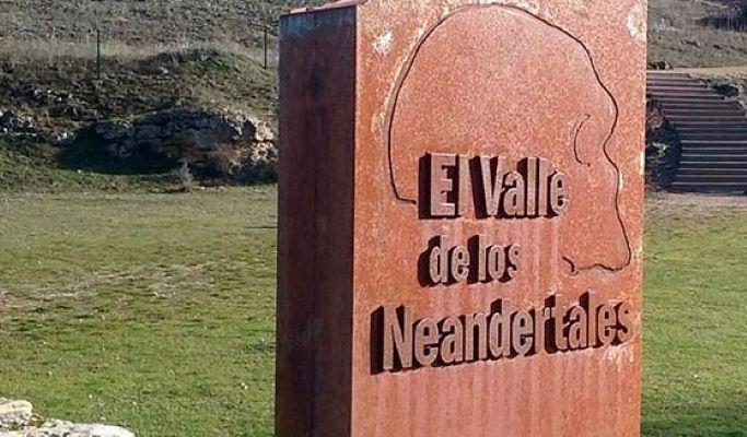 valle neandertales cartel cuadrado