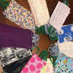 Voluntarios de Rivas cosen mascarillas y batas en casa