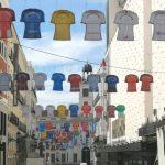LaLiga vuelve y la calle Preciados se llena de camisetas de fútbol