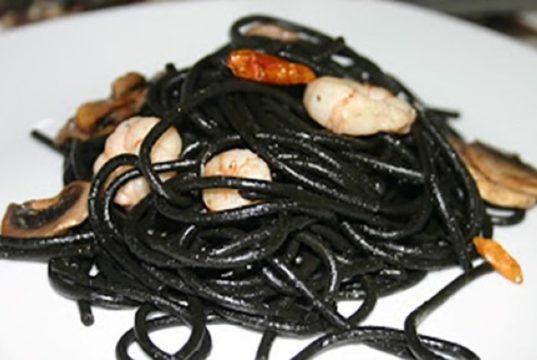 espaguetis negros pirata picantes