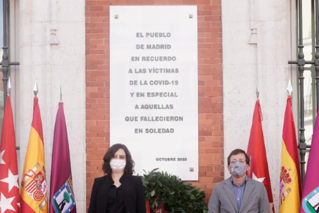 placa homenaje víctimas covid