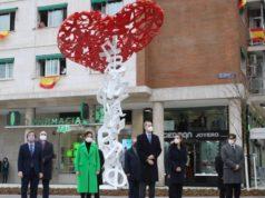 reyes en monumento homenaje sanitarios covid19